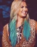 Tu sais que tu as réussi dans la vie quand tu peux te teindre les cheveux en bleu !  DEMI LOVATO - 14/09/12