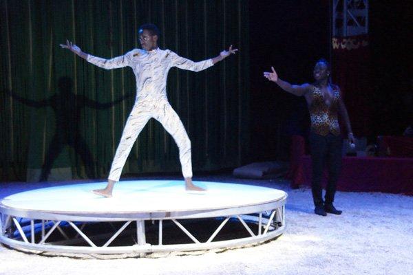 CIRQUE MEDRANO : KING-KONG 09