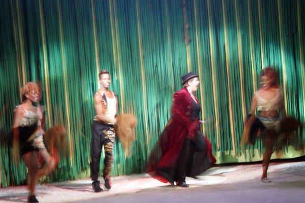 CIRQUE MEDRANO : KING-KONG 13