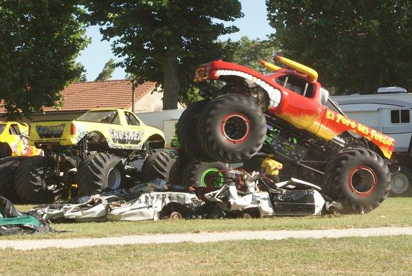 LE MOTOR SHOW CASCADEURS À SEURRE (21) 08