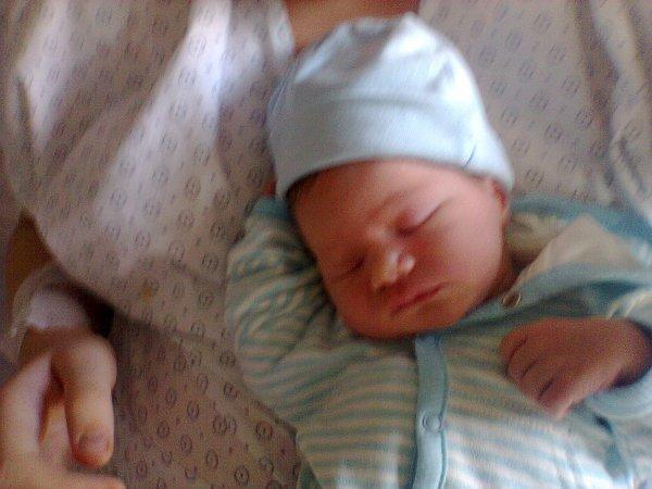 Simon à la naissance <3