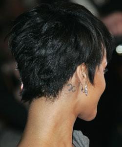 Signe poisson le monde merveilleux des tatouages - Tatouage derriere oreille ...