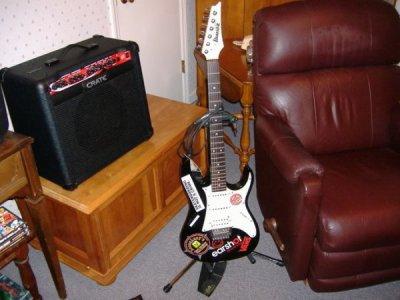 my guitar lol <3 __神奇的吉他