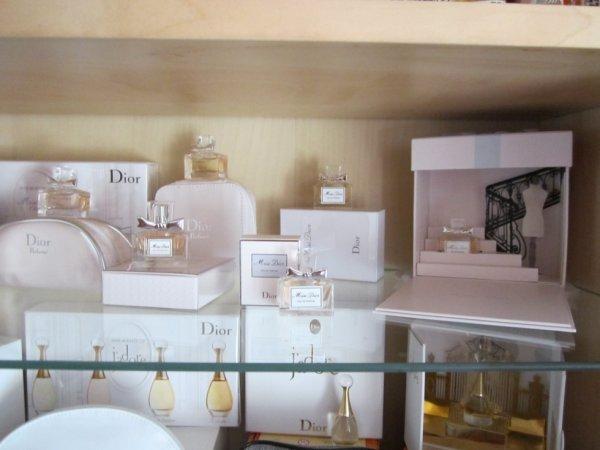 Détail vitrine Miss Dior