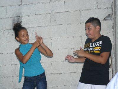 anniversaire de mon neuve misinzo qui dance avec ma nièce