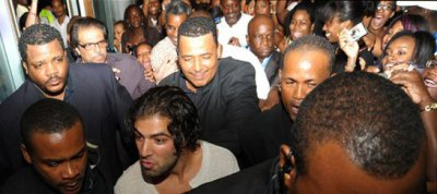 JenCarlos arrive en Martinique