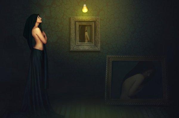 Être ou ne pas être...    J'ai longtemps cherché cette zone d'ombre de mon identité, de ce passé oublié que mon esprit s'est empressé de chasser, les jours défilent et se suivent mais rien qui puissent me faire revenir à ma vie, seul avec moi-même je rêve j'espère retrouver celle que j'étais. L'esprit libre et tranquille je cesserais de me torturer par ses souvenirs mystérieux qui me laissent incomplète,dans ce reflet une femme que j'ai envie de connaître et qui m'est secrète.Ses souvenirs qui ne reviendront peut-être plus,mais qu'importe je vivrais et trouverais ma voie,et deviendrais celle que je veux enfin être...