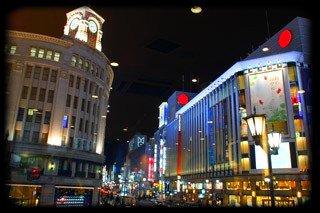 Ginza la nuit à Chuo, Tokyo.