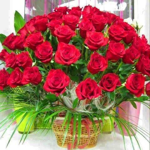 Une lettre fermé avec une belle expression, et un bouquet de fleurs avec  une bonne odeur transportés par mille oiseaux chantant Bonjour mon ange