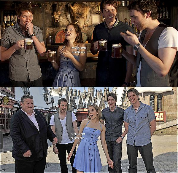 . 20/05/10X-Emma étais en Floride pour visiter le parc à thème Harry Potter avec quelques acteurs de la Saga. .