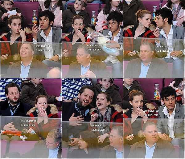 . 21/11/09X-Emma à était vue à un match de hockey, en compagnie de Stefano Pilati est Rafael Cabrian, à NY. .