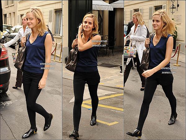 . 02/10/08X-Emma accompagnée d'une femme, ont était apperçu faisant les boutiques dans les rues de Paris. .
