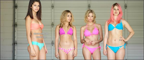 Découvrez plusieurs photos promotionnelles et stills du cast de Spring Breakers !