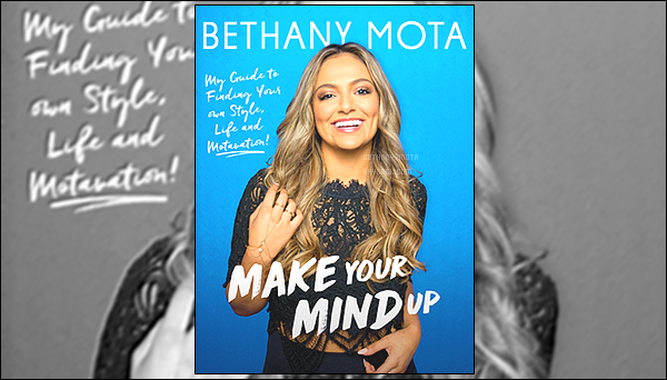 .              ●MAKE YOUR MIND UP, MY OPINION● .  Comme je l'avais dis auparavant, Bethany a sortie son tout premier livre le 13 juin dernier. Etant une grande fan de Bethany depuis maintenant 6 ans, je me devais de l'acheter, chose que j'ai faite bien évidemment. Ce livre est juste une pure merveille, je vous laisse découvrir mon avis à propose de ce livre juste en dessous ainsi que ce que contient le livre.   .