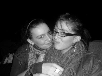 Elle est la seule qui me fait sourire. Dans les moments de peine ou de bonne humeur elle est toujours là ♪ ♥.