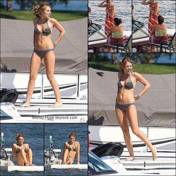 . Dimanche 31 Juillet : Avec une cigarette à la main ,Miley se rendant a la plage . Dimanche 31 Juillet : Miam ( Miley & Liam ) à la plage orchad Lake ou y font du jet-ski    .