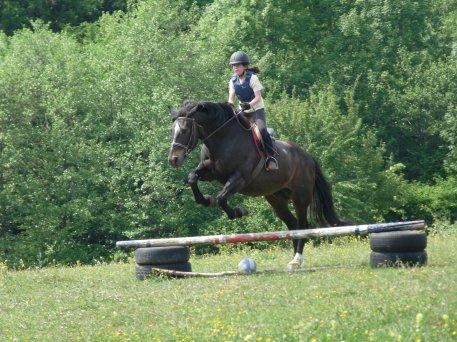 11 Mai --> Cours à cheval pour Soizic, ma p'tite soeur!
