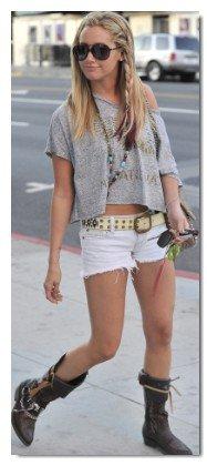 LOOK n°1 : Ashley Tisdale + CADEAUX premier L00K ( Mardi 14 Février )