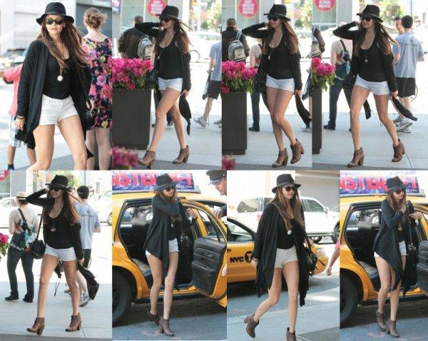 Nina dans les rues de New-York + Interviews de Nina