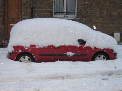 Ma voiture sous la neige
