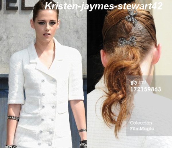 02/07/13 Kristen à la fashion week de paris pour le défilée CHANEL