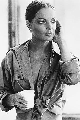 le  29 MAI  1982   décédée  une  magnifique dame fantastique avec une  sensibililté  hors   paire les médias  comme  d'habitude lui  rendront  pas  cette  hommage  je  voudrais  que  vous  faites  comme  moi  partagez  pour  tout l'amour  qu'elle  a  su  transmettre  à  son public et ses deux enfants  merci pour elle  et  ca  me tiens à coeurrrrrrrrrrrrrrrrrrrrrrrrr  elle  s'appelait  tout  simplement  comme elle l'était  simple  ROMY  et la vie  lui  a  pas  fait de cadeaux