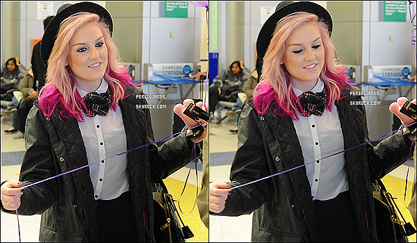 . Le 15 mars 2013 ~ Les Little Mix ont été photographiées en arrivant à l'aéroport JFK à New York..