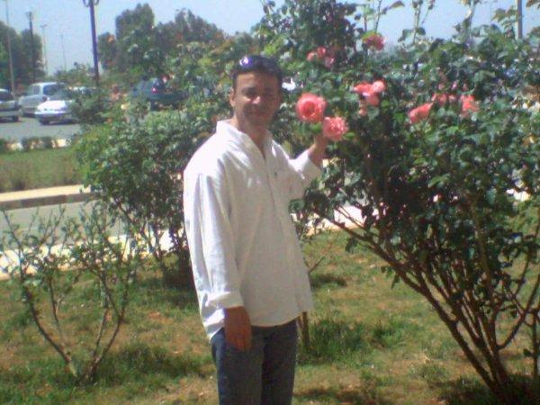je sais ke vous aimez bien  les roses mes amis