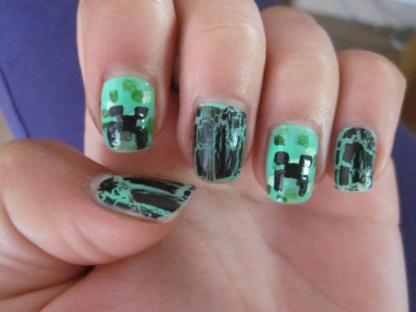Nail art creeper (pour Fabian qui me l'a beaucoup beaucoup demandé !)