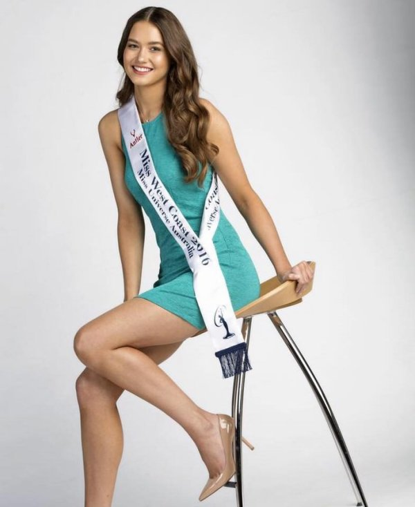 Caris Tiivel ( Miss Australie)