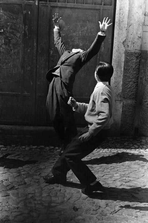 PHOTOS. M. MONTMÉAT & G. CASTELLO LOPES