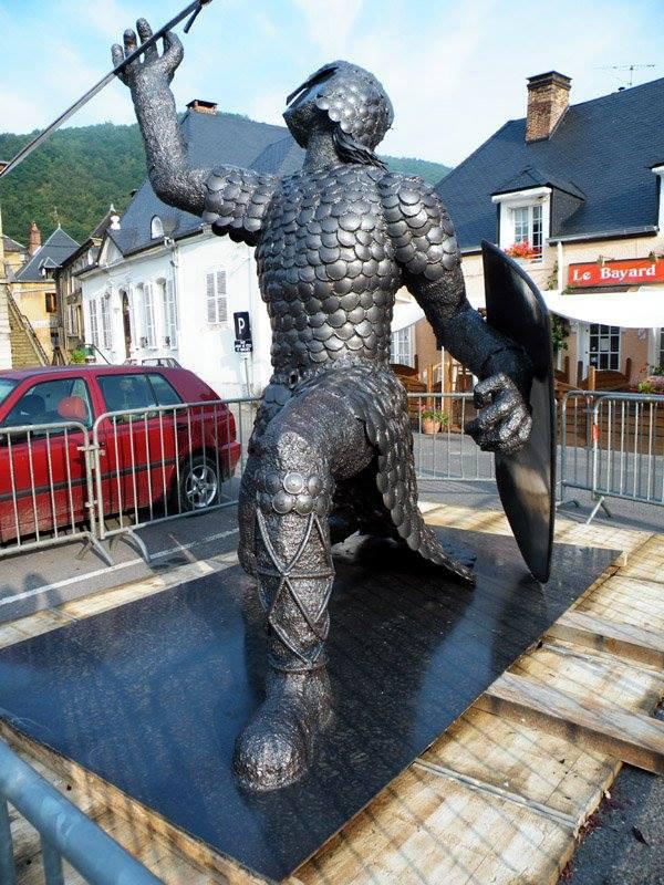 le chevalier Dardenor avant sa mise en place sur le rocher