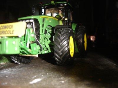 Cédric part déchaumer avec le 8530 et le new crover crop