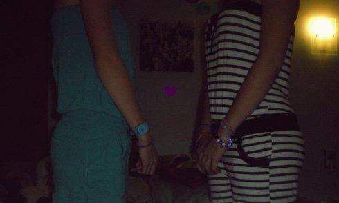 Une amie c'est quelqu'un qui c'est tout de toi et, qui t'aime quand même.