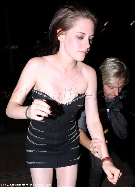 - On critique Nessa Hudgens & ses robes trop courtes mais avec Kris c'est tout ou rien !-
