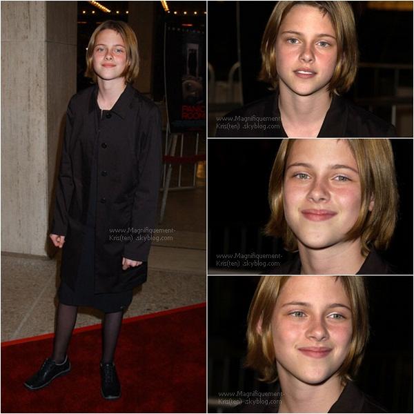 -  08.09.02 ; (La vieille) K. était à la 1ère de Panic Room avec sa maman de substitution Jodie Foster.  -