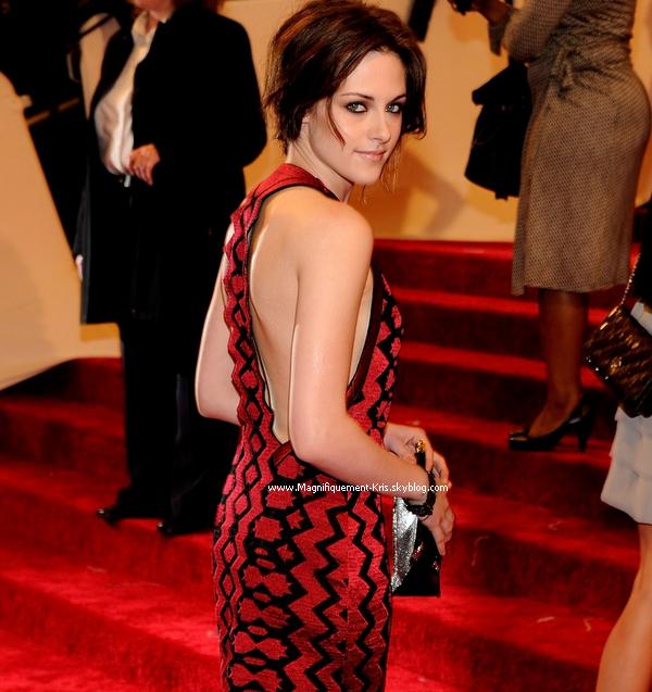 02mai2011; La magnifiquement Kristen Stewart était au Costume Institute Gala. Subliiime.