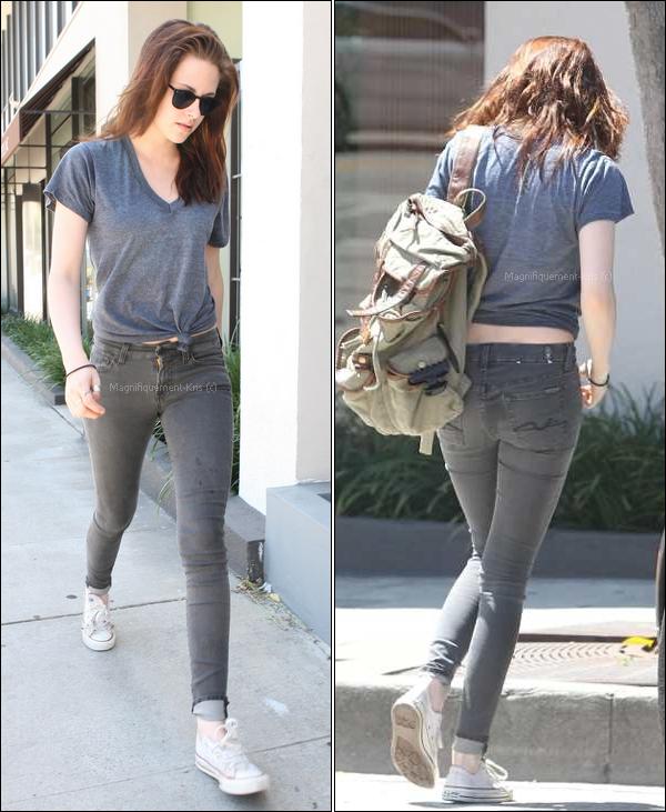 28.06.11 Kristen Stewart se transformant en Ashley Tisdale & allant à son cours de yoga à Los Angeles