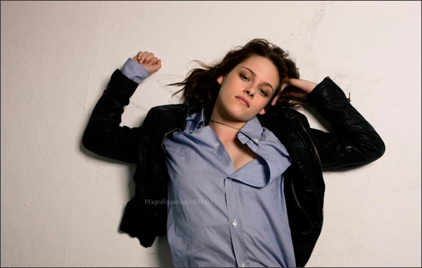 """Nouvelles photos du shoot """"Jalous""""  qui date de 2008 par Matthew Frost.  Très naturelle."""