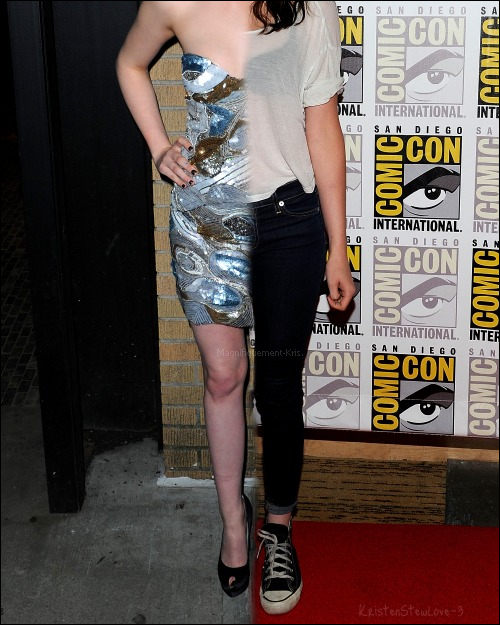 Alors tu préfères comment Kristen? En tenue de soirée ou alors tenue quotidienne? [/align.]