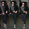 11.11.11 - Kristen Stewart arrivant à L'aéroport de LAX avec son garde du corps à L.A Profitez-en. Rare sont les fois ou nous verrons la Stewart porter un pull & surtout à grosses mailles. Sa se rafraîchie à L.A Enfin quoi !