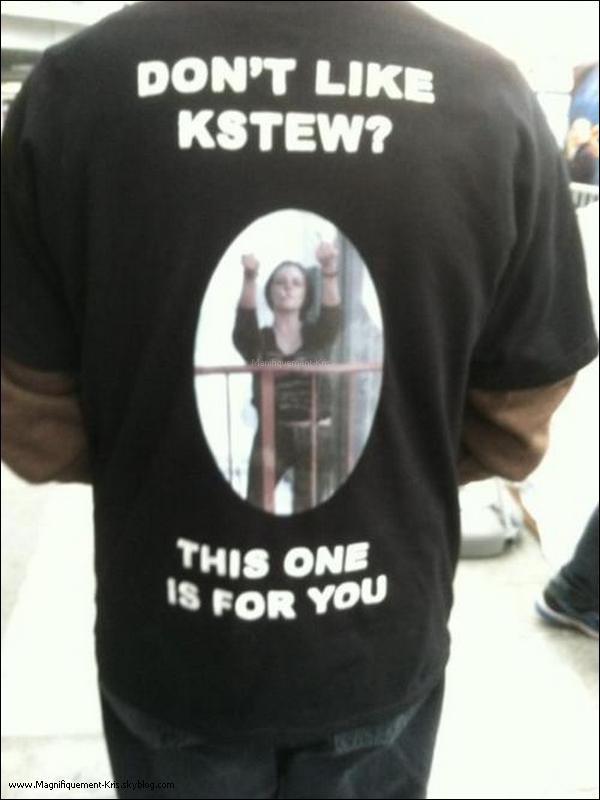 Merveilleux. Le tee-shirt parle de lui même. Et c'est également valable pour ceux qui ne m'aiment pas. Bah ouais. Quitte à faire passer un message par la même occasion, je prends la perche qu'on me tend.