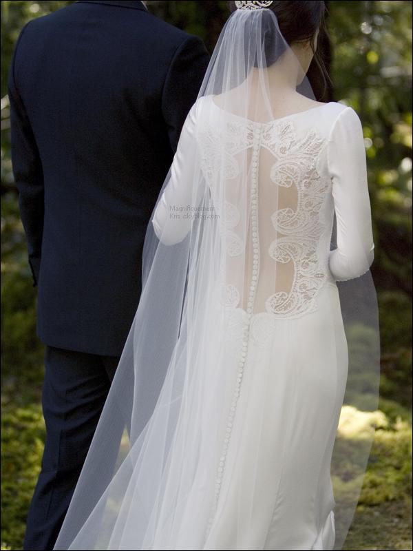 Des fans mentent pour pouvoir essayer la robe de mariage for Robes que les gens portent aux mariages