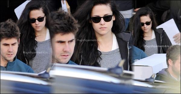 13.12.11 - Kristen sortant de chez elle à Londres pour ce rendre à l'aéroport, certainement pour aller à L.A.