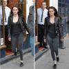 01.03.12 : Après le défilé, Kristen Stew a été vu quittant un restaurant et ensuite rejoignant son hôtel bondé de fans.