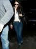 18.03.12 : Kristen arrivait à l'aéroport de LAX  pour s'envoler vers New York pour la promo de SWATH!!! Stylé les chaussettes grises Kristen... C'est bien, t'es SWAAAAAAG. - Bref, on va être blindé de news là!