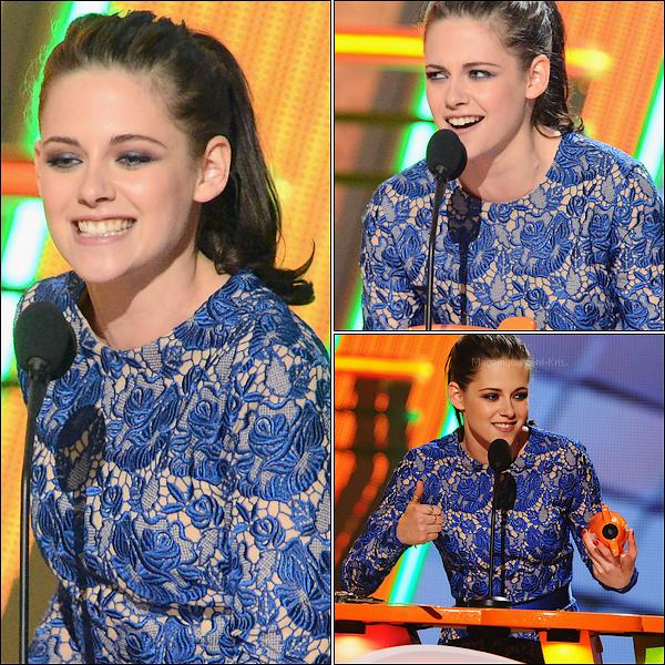 Evenement : Kids Choice Awards.   31.03.2012 : La Stewart s'est rendue pour la première fois à la cérémonie des KCA. Histoire de faire d'une pierre de coup, elle a gagnée le prix de la meilleure actrice. D'ailleurs très jolie dans sa robe!!