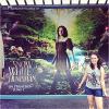 Poster géant de Blanche Neige et le Chasseur à Universal Studios à Orlando ! Haan, je trouve la fille qui imite KStew trop mignonne. En tout cas, c'est pas en France qu'on aura ça !!!!!!