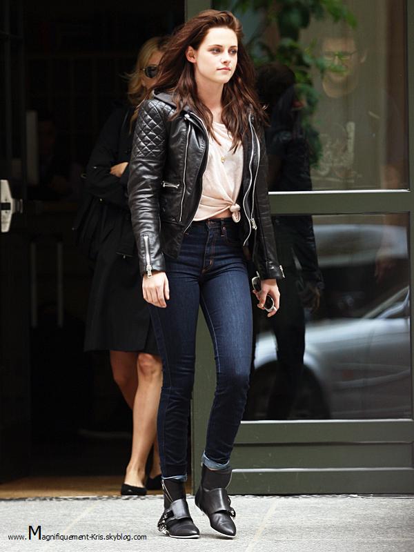 Lundi 07 mai : Mademoiselle Stewart a été repérée dans les rues de New York. Pourquoi faire? Personne le sait.