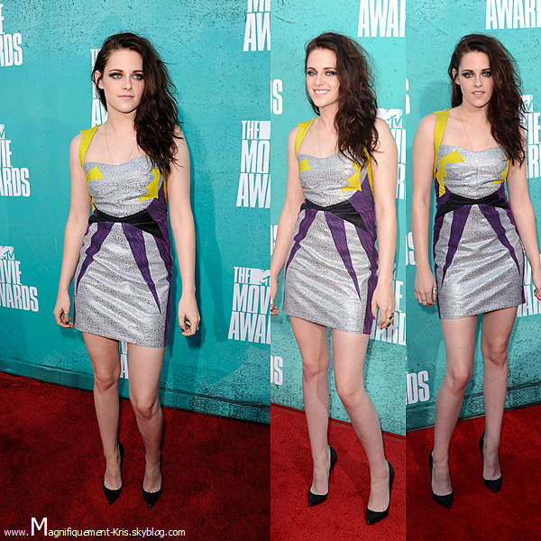 Événement.  Dimanche 03 mai : KStew était présente aux MTV Movie Awards pour y remettre un prix et recevoir les siens. N'oublions pas : Twilight a gagner le prix du meilleur film de l'année, mais également le meilleur baisé.